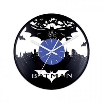 Виниловые часы Бэтмен над городом